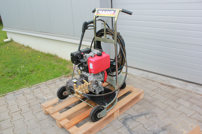 pressure water jet Diesel 12hp 250 bar 1020lit/hour made in italy - € 1.750 EUR